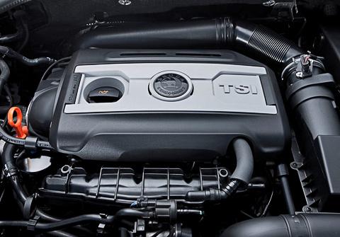 Рядный пятицилиндровый атмосферный двигатель, объемом 2,5 литра, обеспечивал максимальную мощность 172 лошадиные силы